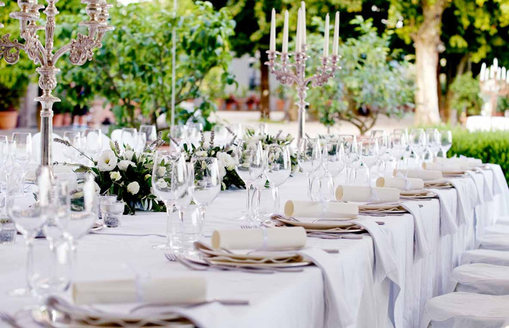 Table setting in Tuscany