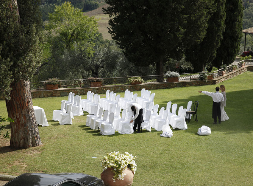 Setting for a symbolic wedding ceremony in Tuscany