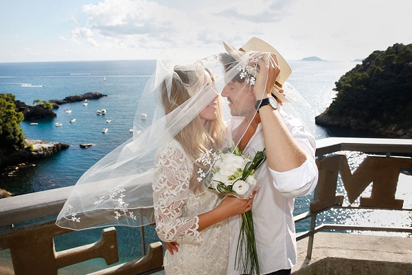 Romantic beach wedding in Italy