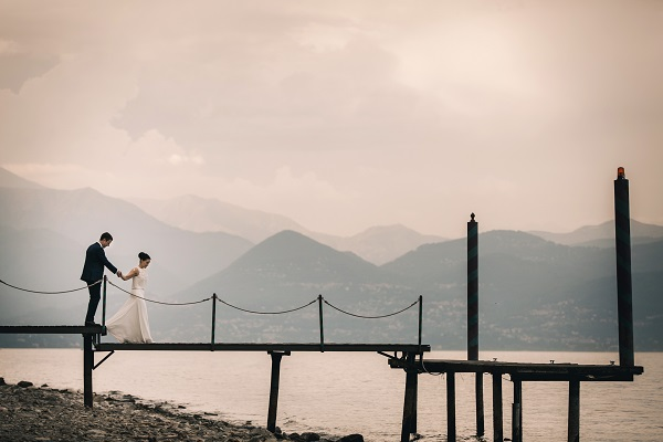 Bridal couple at Lake Maggiore