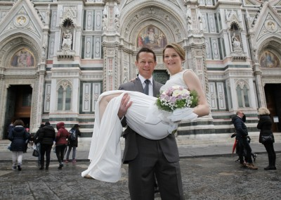 Bridal couple and the dome in Florence
