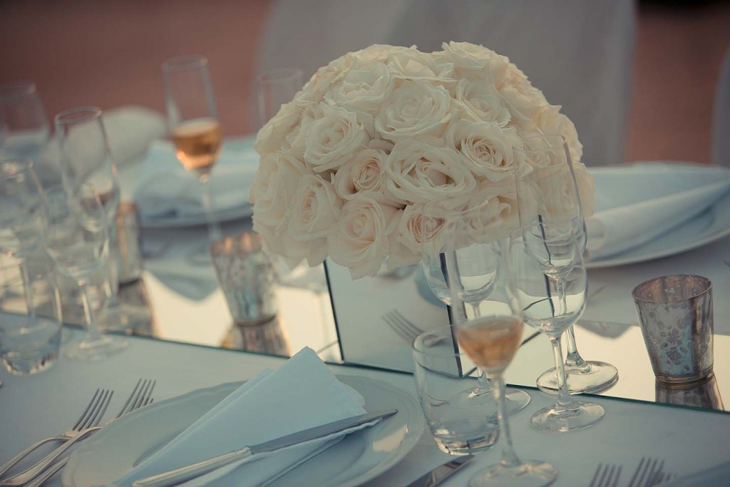 Wedding decoration with white Roses