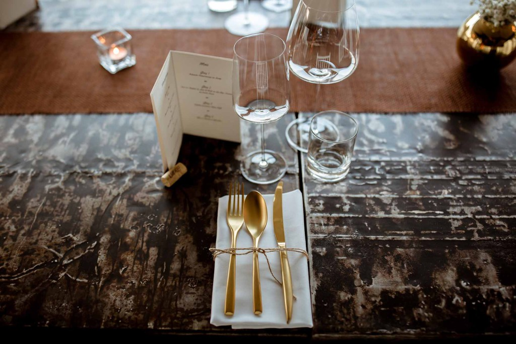 Metallic accents for wedding decoration