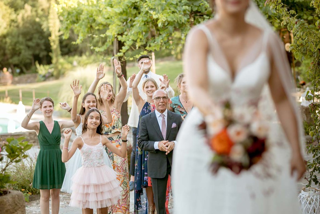 Tossing the bridal bouquet in Tuscany