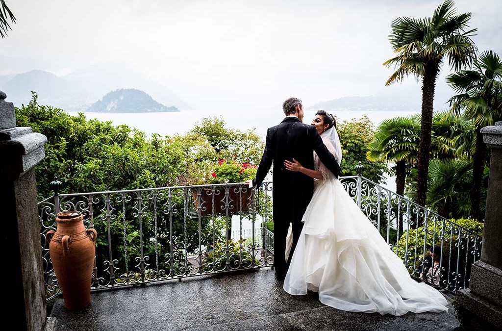 A dream backdrop with an outdoor wedding ceremony: a wedding on Lake Como