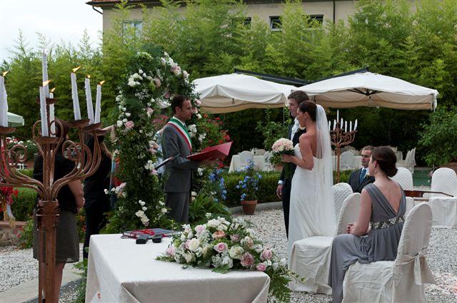 Civil Wedding Ceremony In A Garden Tuscany