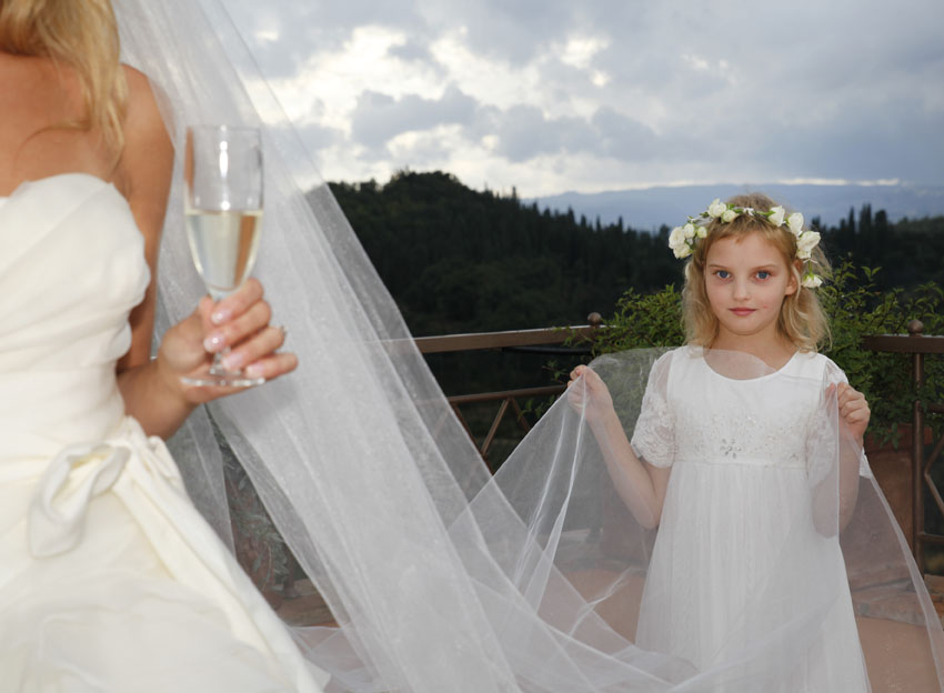 Flower girl during a wedding in Tuscany