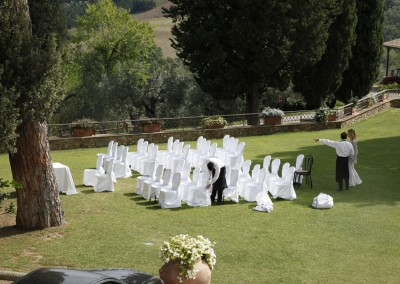 Outdoor wedding in Tuscany